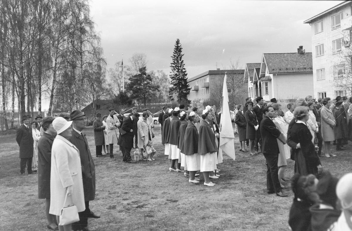 17. mai. Elverum.  1969. Taler i Elvarheimparken.