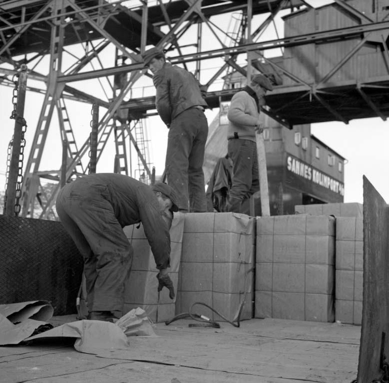 """Enligt notering: """"Hamnbilder  (Siggo) 1/2 1960""""."""