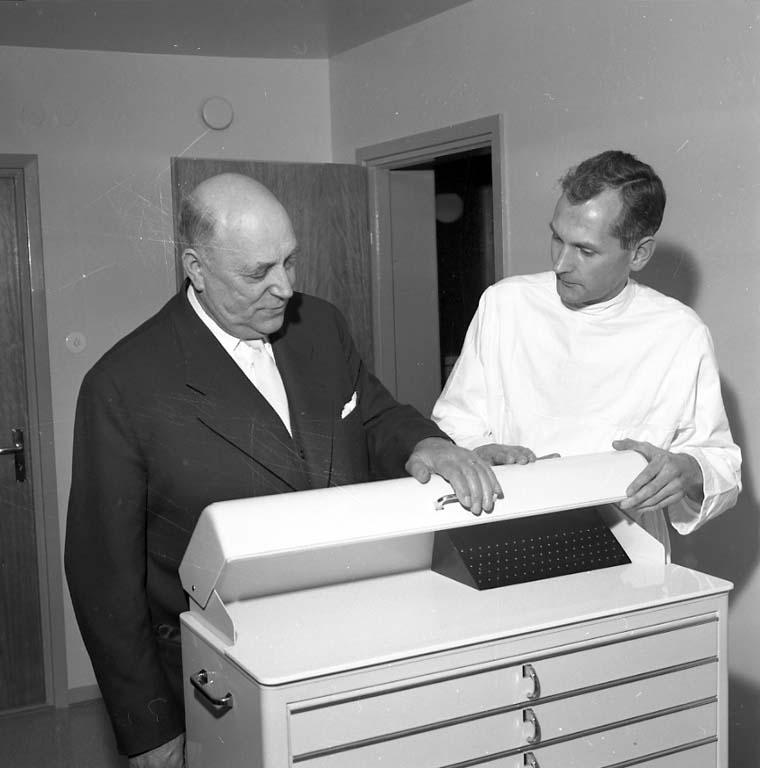 """Enligt notering: """"Invigning Folktandvården dec 1960""""."""