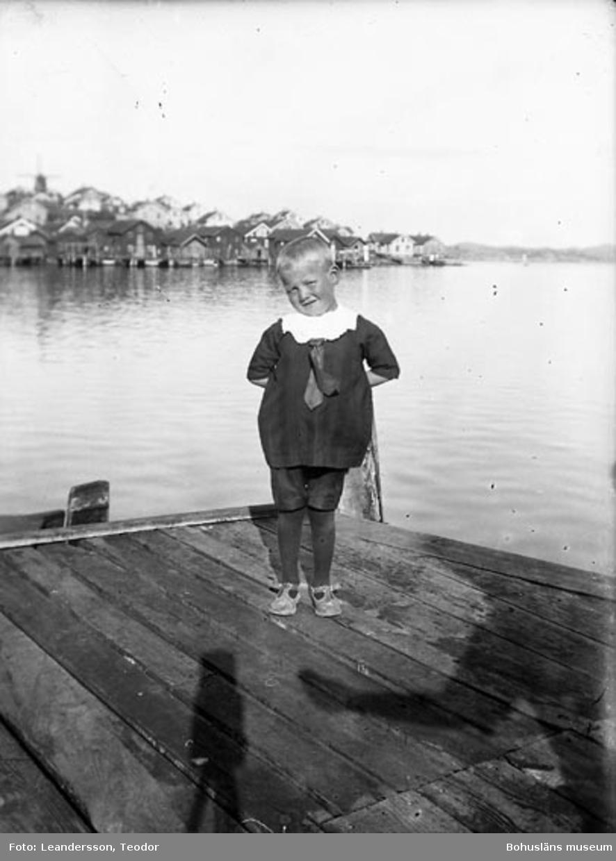 """Text som medföljde fotot: """"Douglas Skantze Mollön 1922""""."""