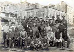 Arbetare på Uddevalla Tunnfabrik