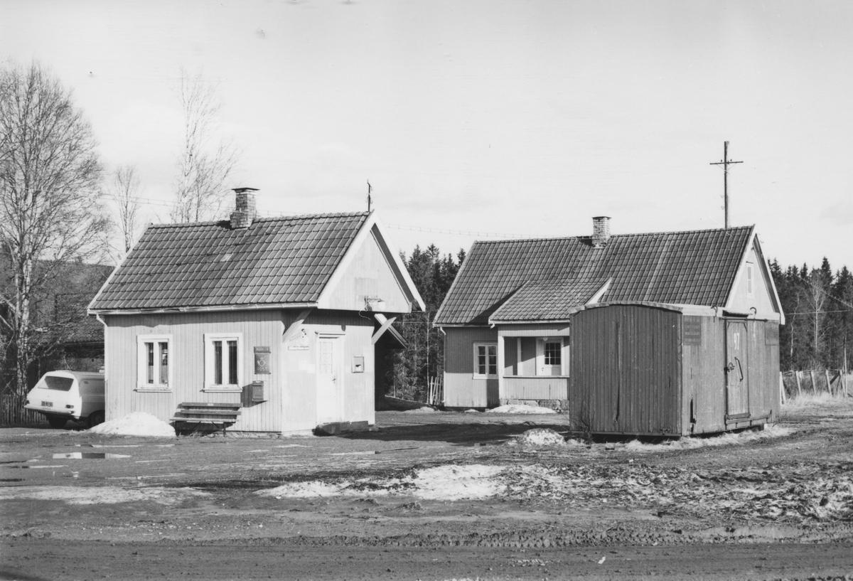 Fra Mork stasjon noen år etter nedleggelsen.
