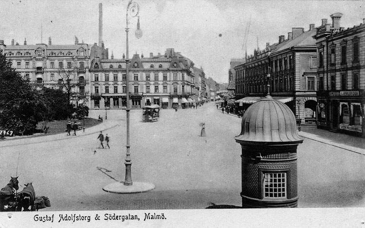 """Enligt text på framsidan """"Gustaf Adolfs torg & Södergatan, Malmö""""."""