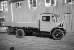 Lastbil parkerad på Tjärhovsgatan i Uddevalla