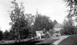 park, benk, kvinne, Tønsberg domkirke