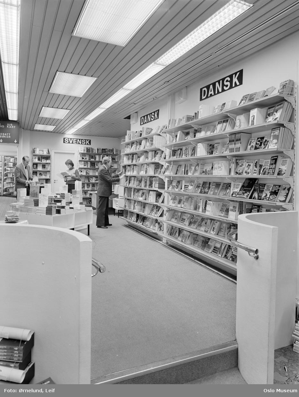 Olaf Norlis bokhandel, interiør, hyller, varer, bøker, dansk litteratur, svensk litteratur, mennesker
