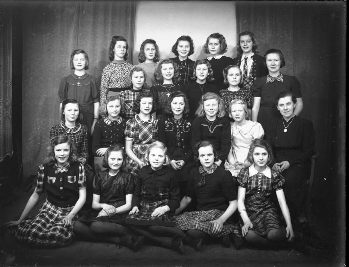 Gruppebilde - 7nde klasse A. - piker, Breidablikk skole
