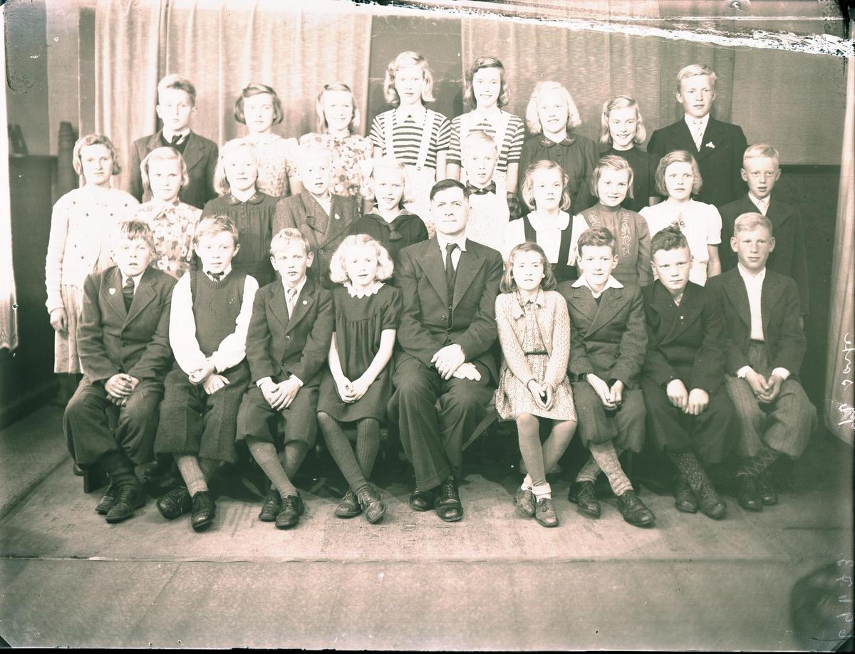 Gruppebilde - Elever ved Neset skule, Liarvåg