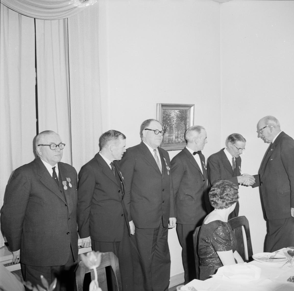"""""""Förtjänsttecken till fem medlemmar av Gamla Uppsala frivilligbrandkår"""", Uppsala februari 1961"""
