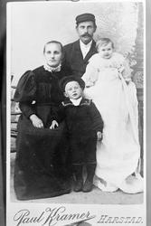 Reproduksjon av et familieportrett.
