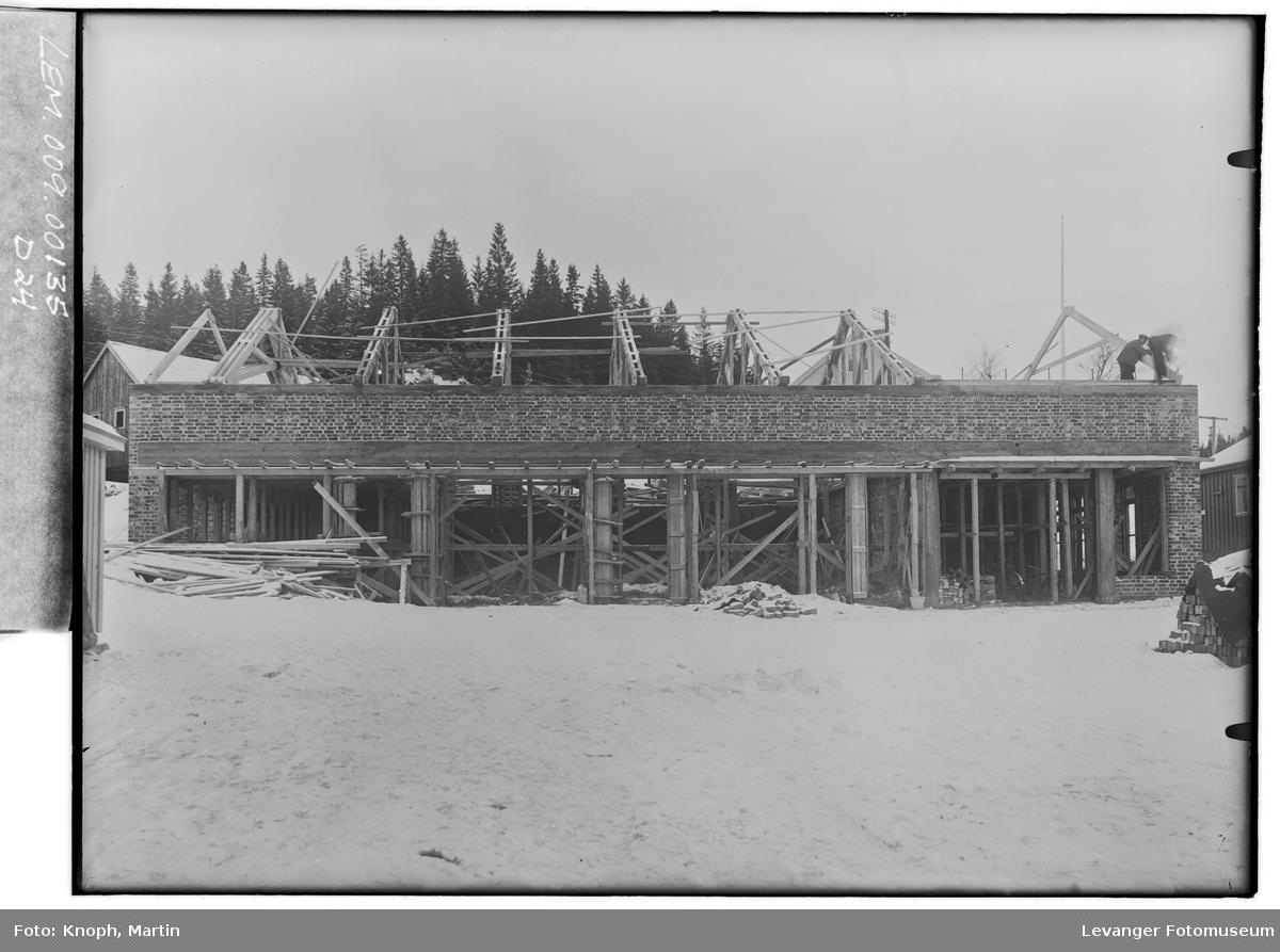 Bygging ved yrkesskolen på Egge.
