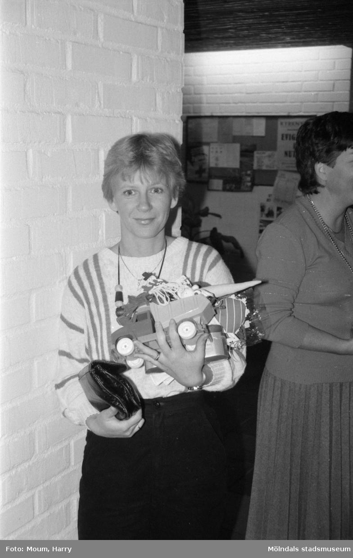 Julbasar i församlingshemmet i Lindome, år 1984.  För mer information om bilden se under tilläggsinformation.