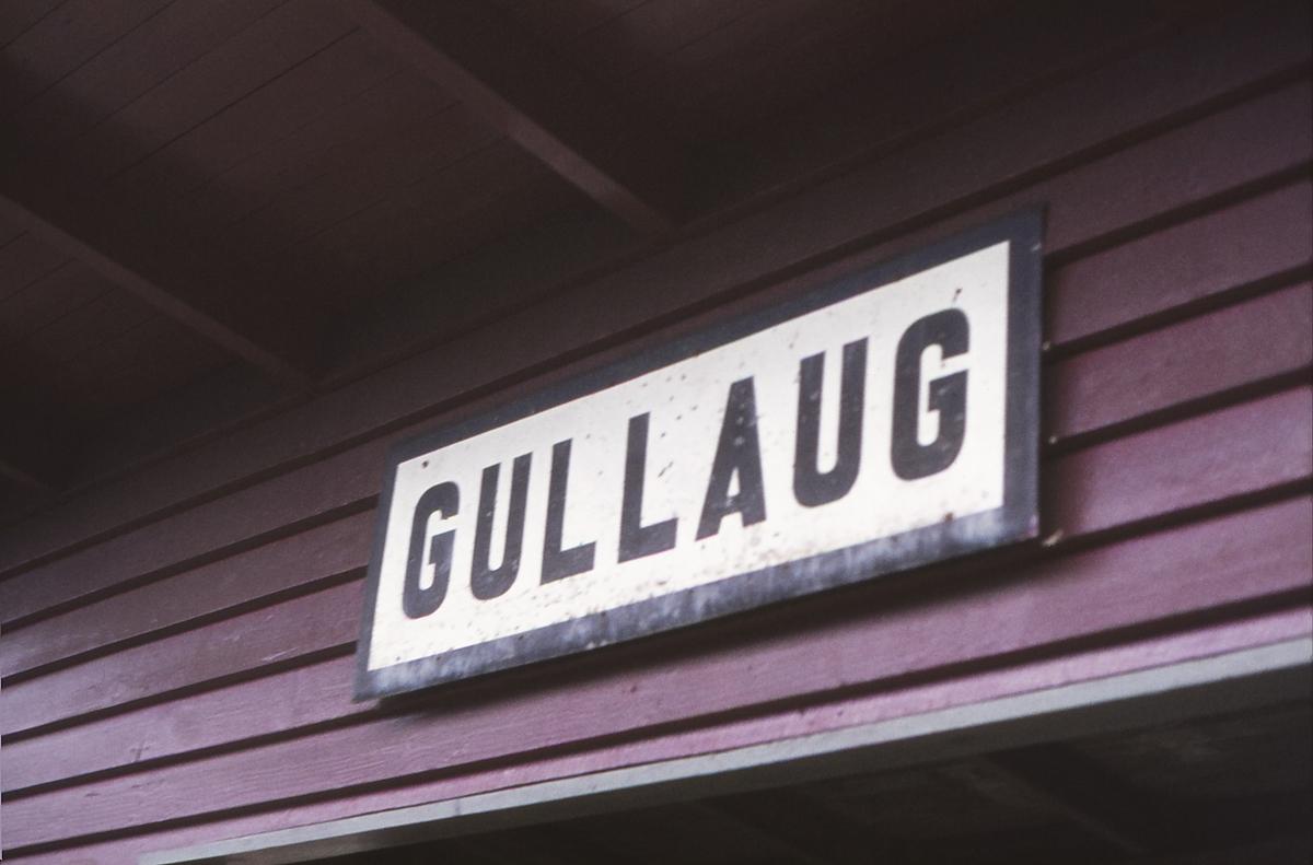 Skilt på Gullaug holdeplass, Drammenbanen.