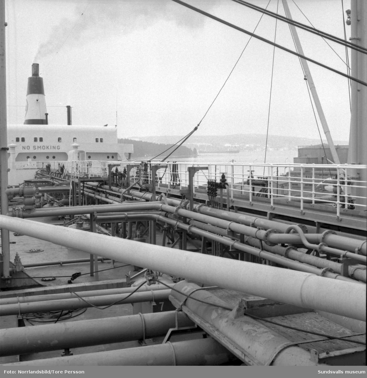 Esso Stockholm, en jättetanker på 49000 ton vid Vindskärsvarv.