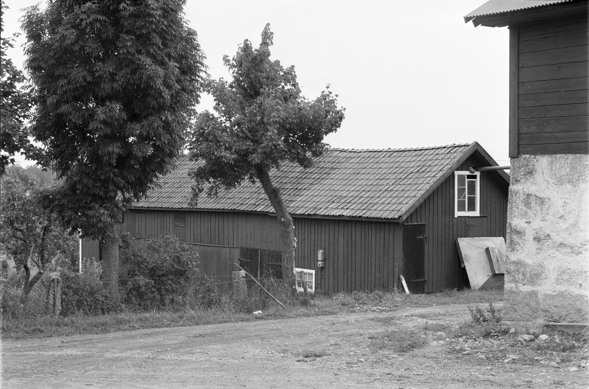 Uthus, Östersta 1:2, Rasbo socken, Uppland 1982