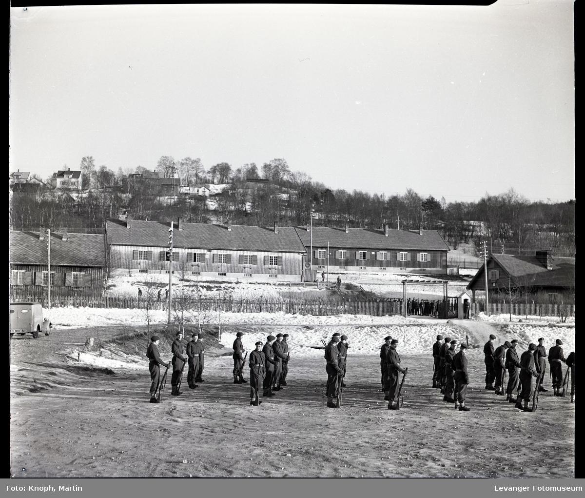 Soldater oppstilt på Steinkjersannan  II