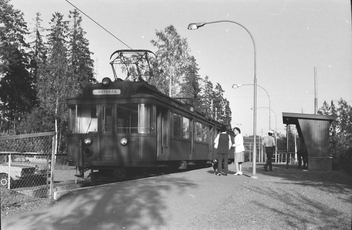 A/S Holmenkolbanen. Oslo Sporveier. Vogn 41 og 42, type 1914 (Skabo, Westinghouse, HKB verksted). Østerås stasjon.