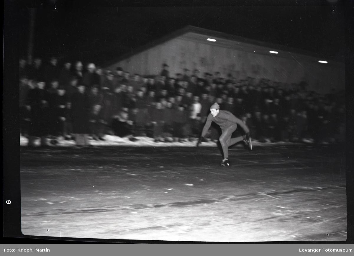 Skøyteløp på Steinkjer, parløp eller isdans.