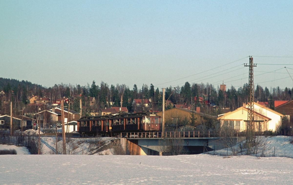A/S Holmenkolbanen. Oslo Sporveier. Røabanen. Vogn 107 og 108, type 1928 (Strømmens verksted, NEBB, HKB verksted)