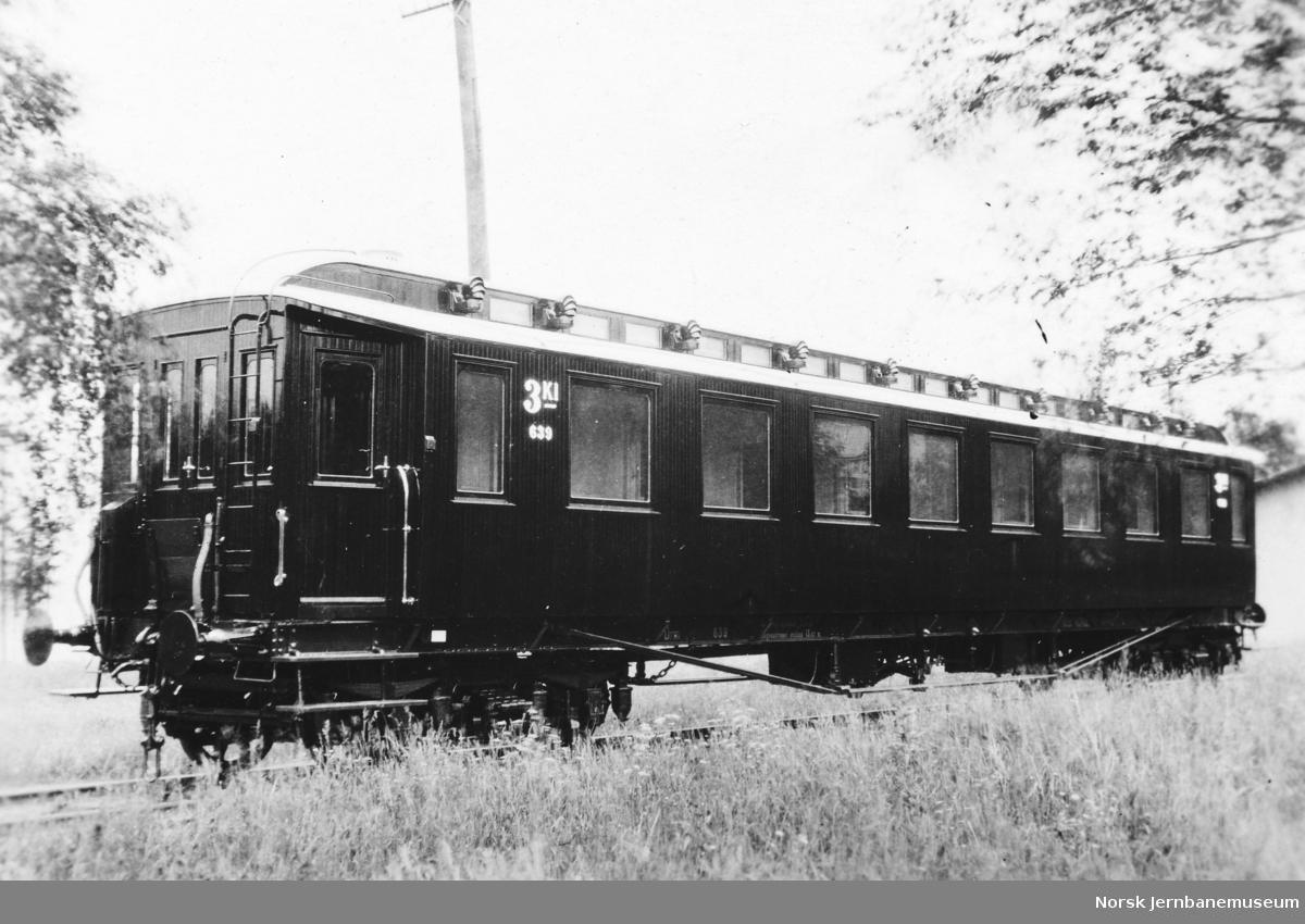 Nybygd personvogn litra Co2b nr. 639 på Strømmens Værksted