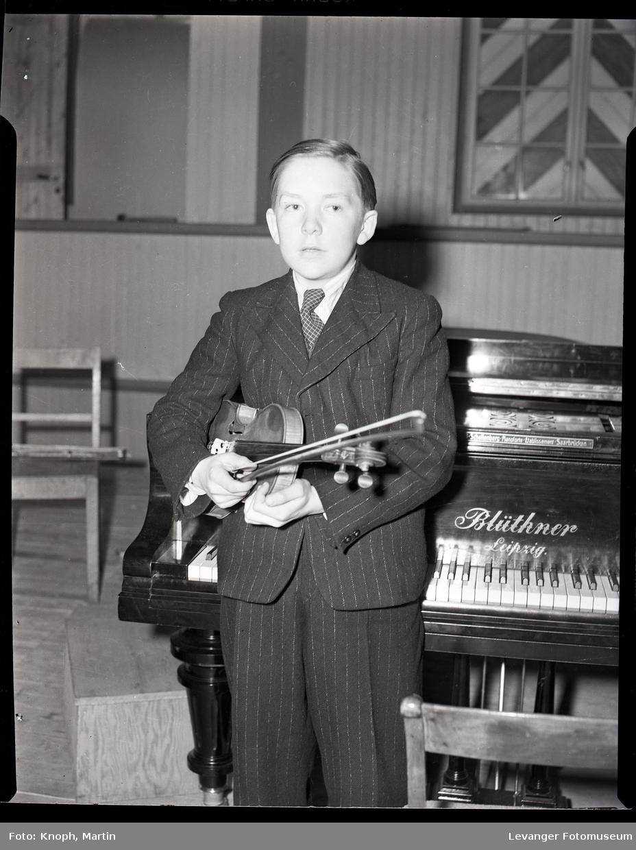 Ung fiolinist i Synfoniorkesteret på Steinkjer