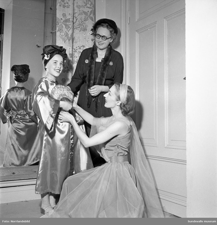 Dansuppvisning av Ingalisa Erikssons elever på Sundsvalls teater.