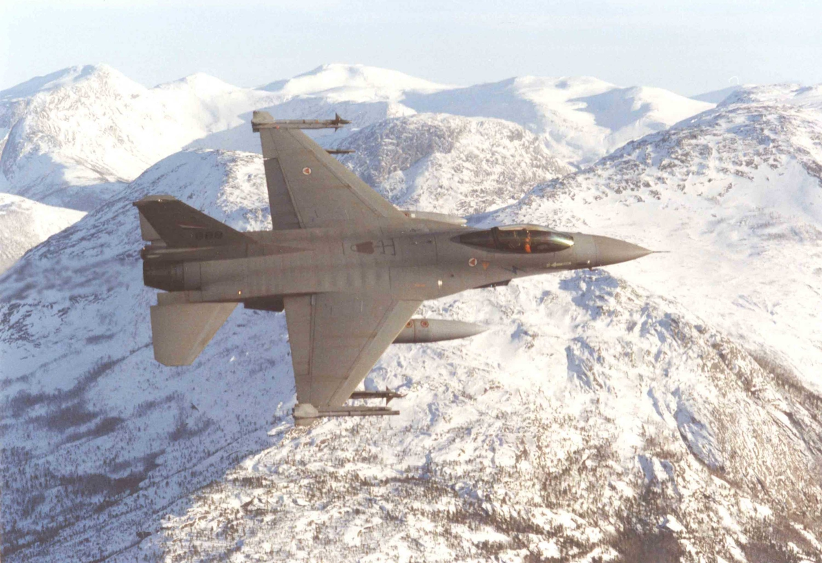 Ett fly i lufta , F-16 A   331 skv.