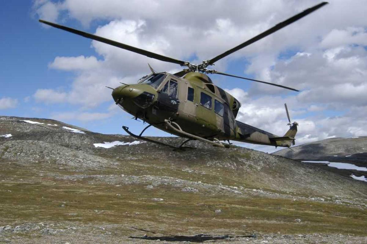 Ett helikopter i lufta. Bell 412SP Arapaho 142 fra 339 Skv.