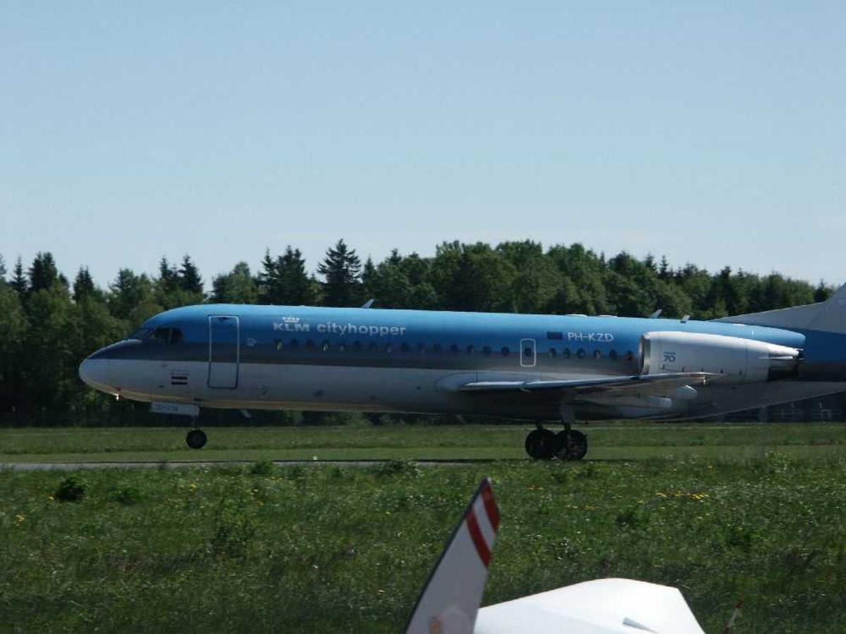 Ett fly på bakken, Fokker 70 (-28-0070, PH-KZD