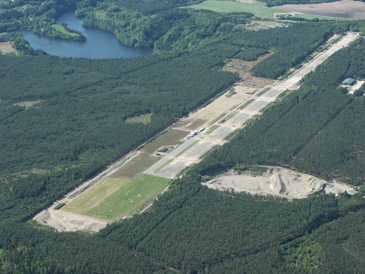 Luftfoto af lufthavn (flyplass).