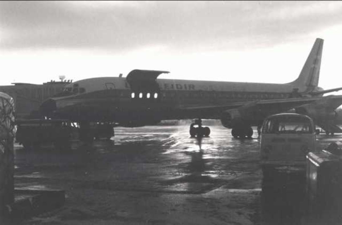 Ett fly på bakken. Douglas DC-8