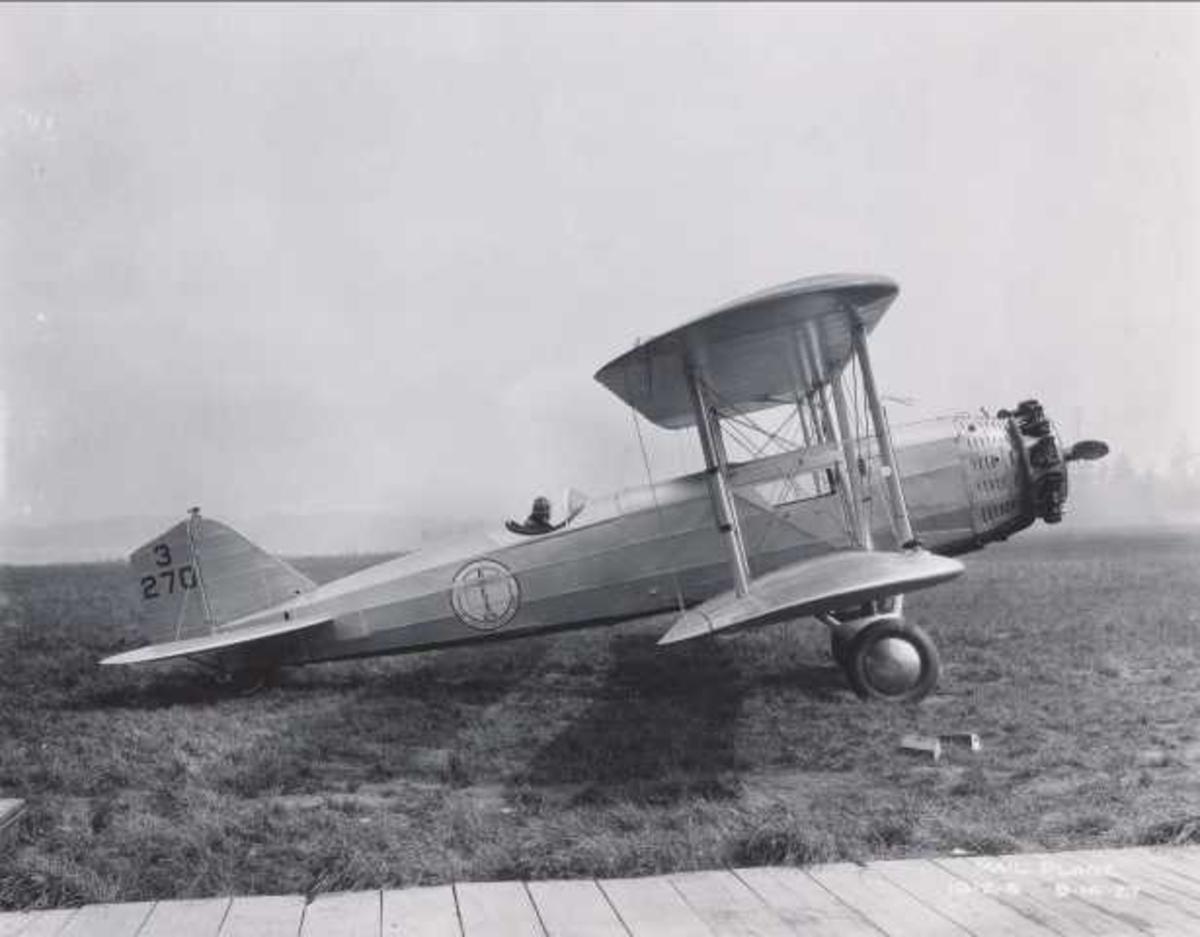 Ett fly på bakken. Boeing Model 40A 3270
