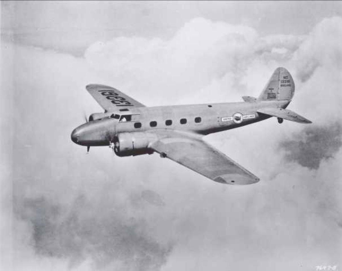 Ett fly i luften. Boeing 247. NC 13361 Boeing
