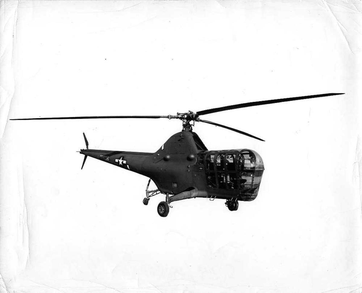 Luftfoto. Ett helikopter i luften, Sikorsky R-5A.