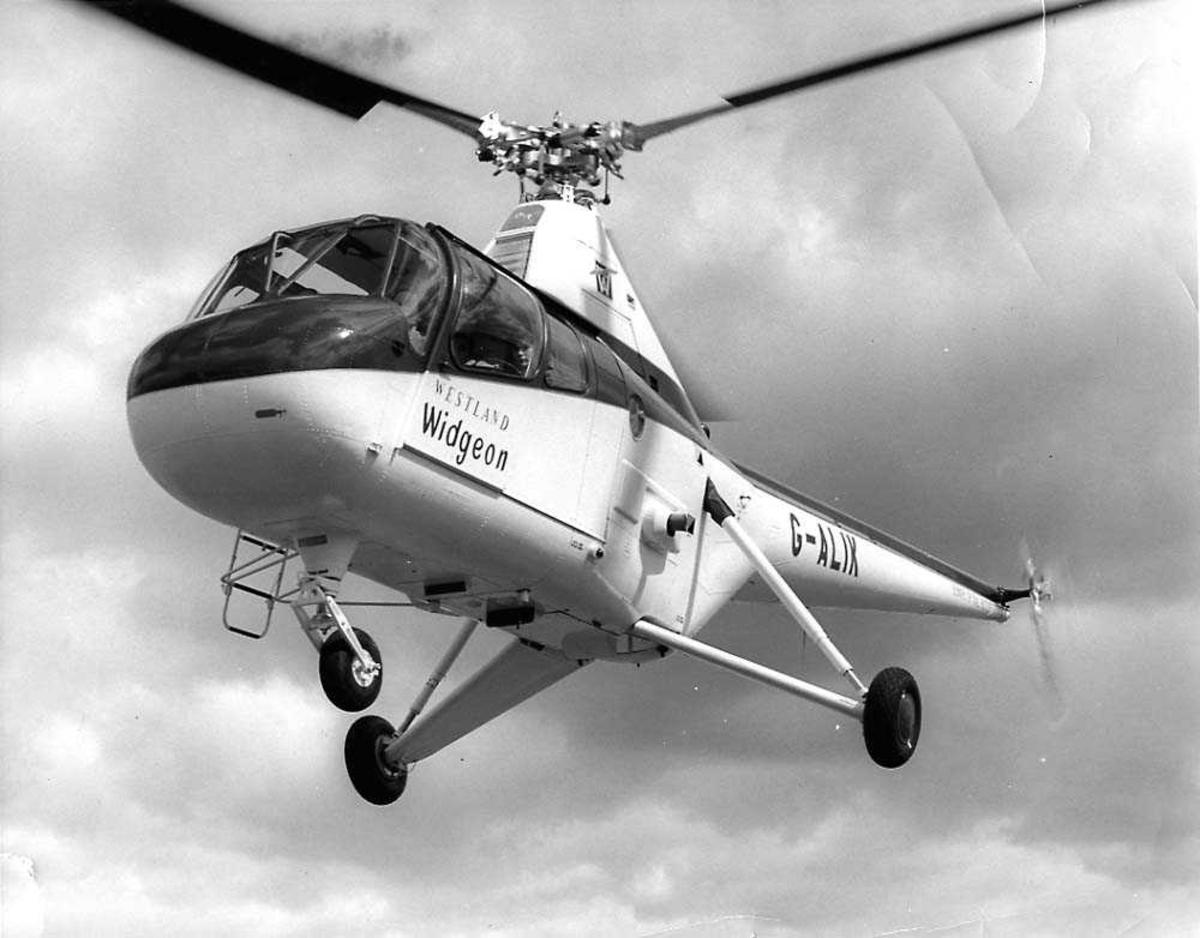 Luftfoto. Ett helikopter i luften, Westland Widgeon G-ALIX.