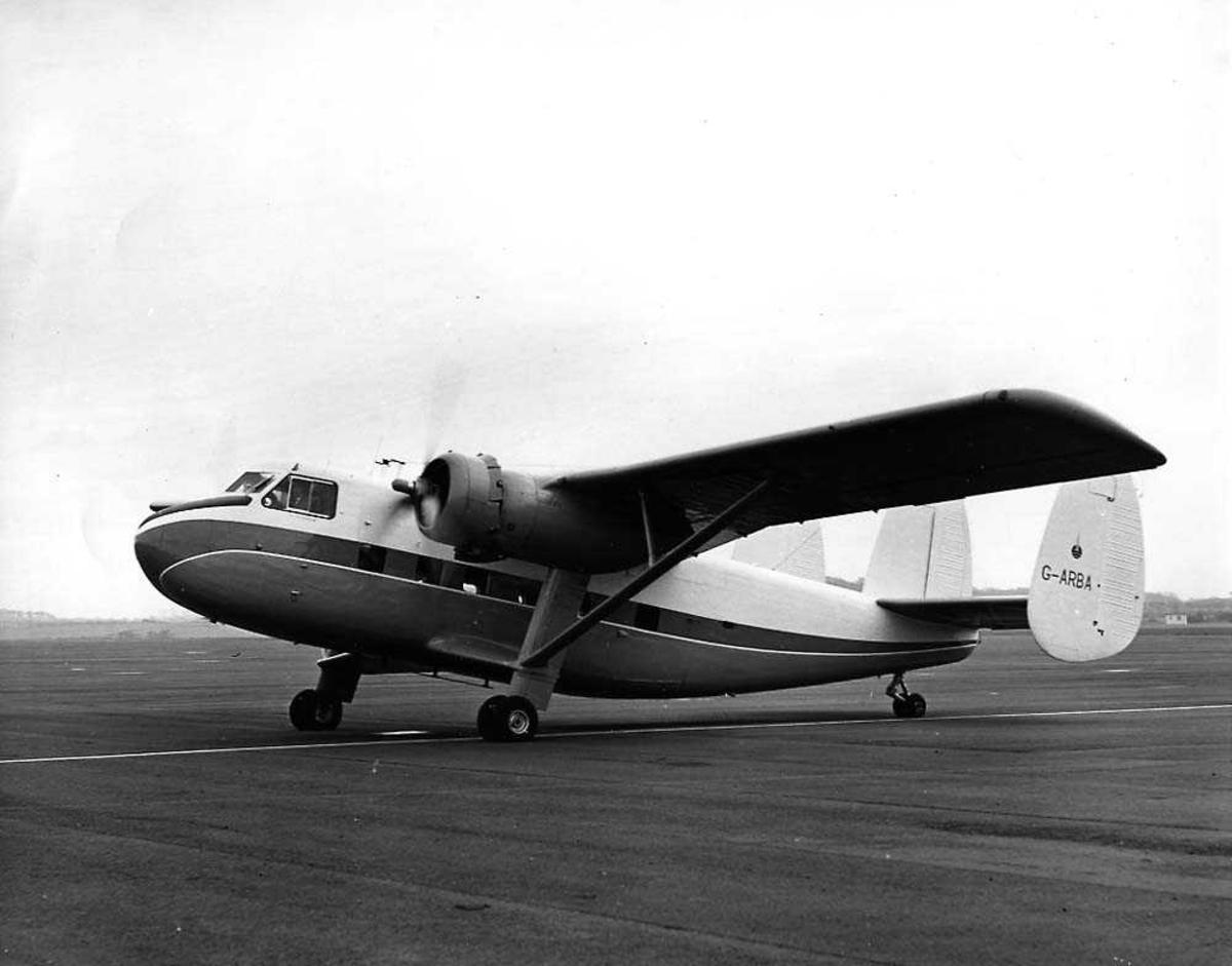 Lufthavn. Ett fly på bakken, Scottish Aviation Twin Pioneer G-ARBA.