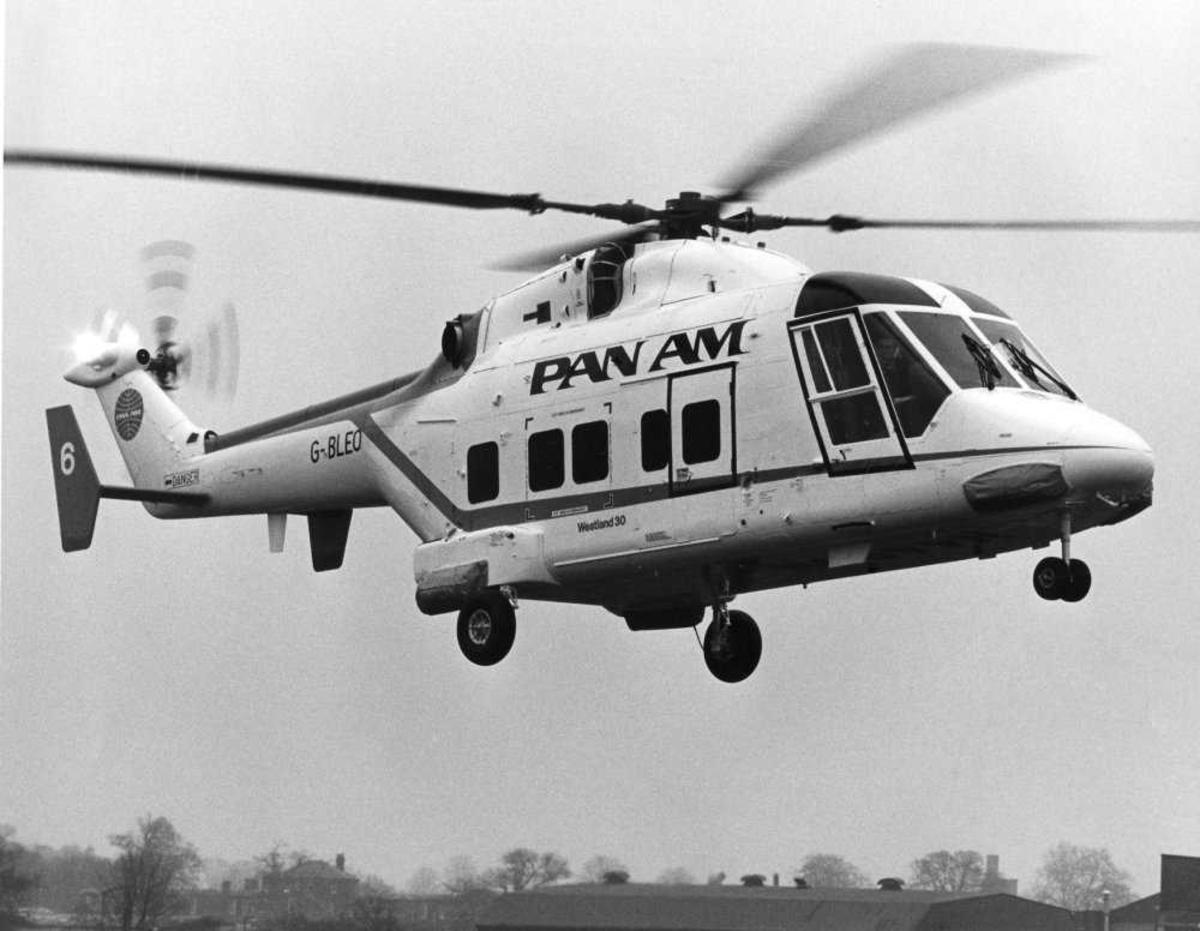 Ett helikopter i luften. Westland 30-100 G-BLEO i Pan Am sine farger.