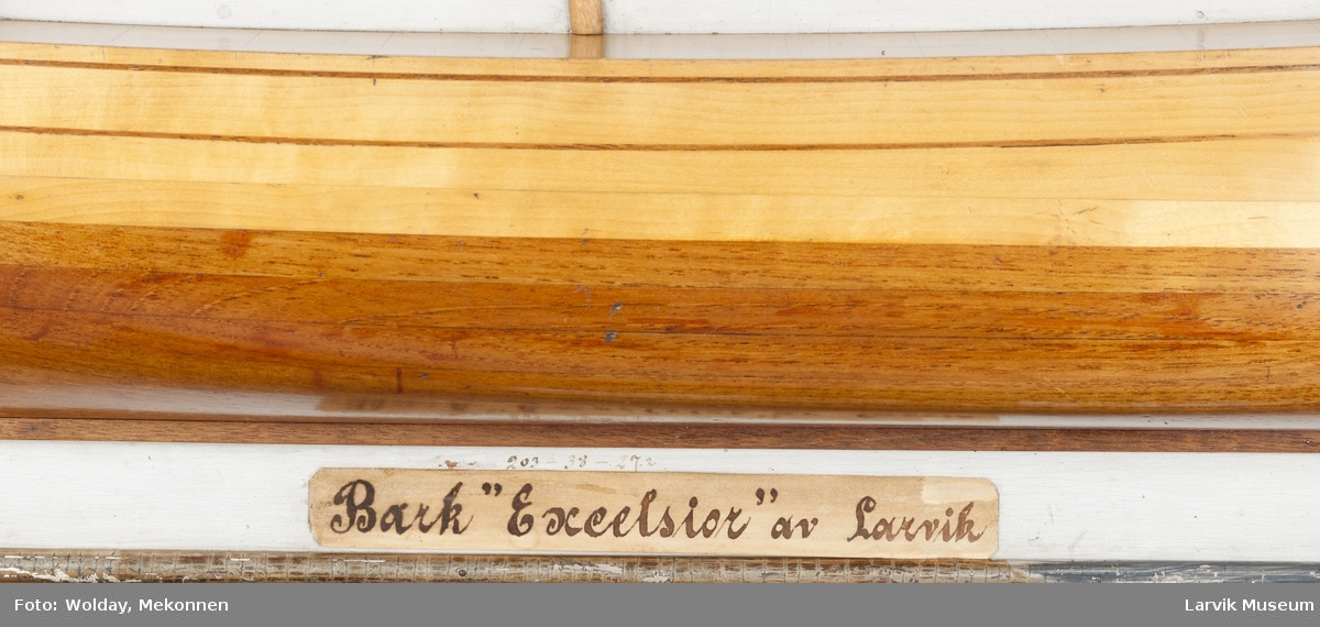 """halvmodell av bark """"Excelsior"""" av Larvik"""