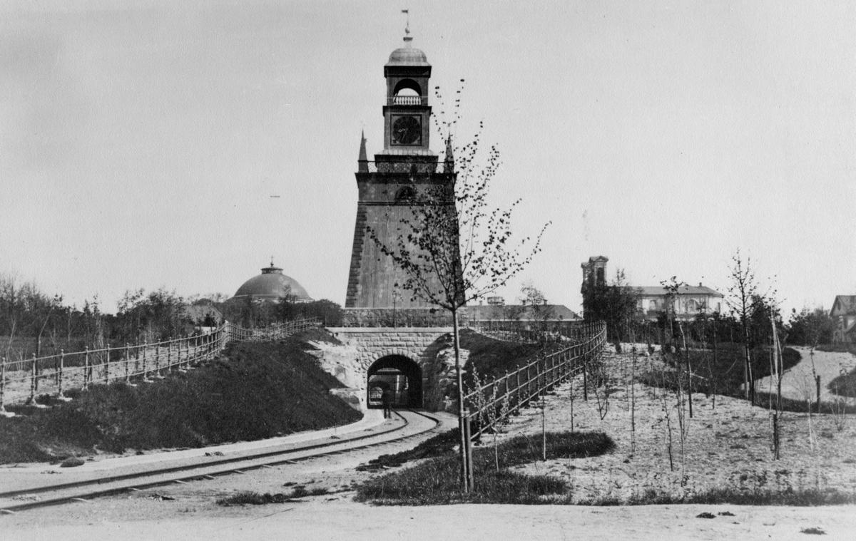 Övrigt: Utsikt över Amiralitetstorget med Amiralitetsklockstapeln och tunneln omkring 1890-talet.