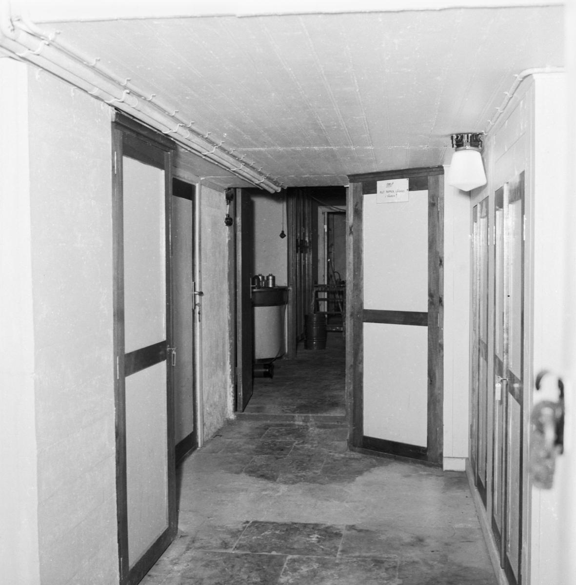 Övrigt: Foto datum: 12/7 1957 Byggnader och kranar Lab ändringsarbeten i källaren. Närmast identisk bild: V13854, ej skannad