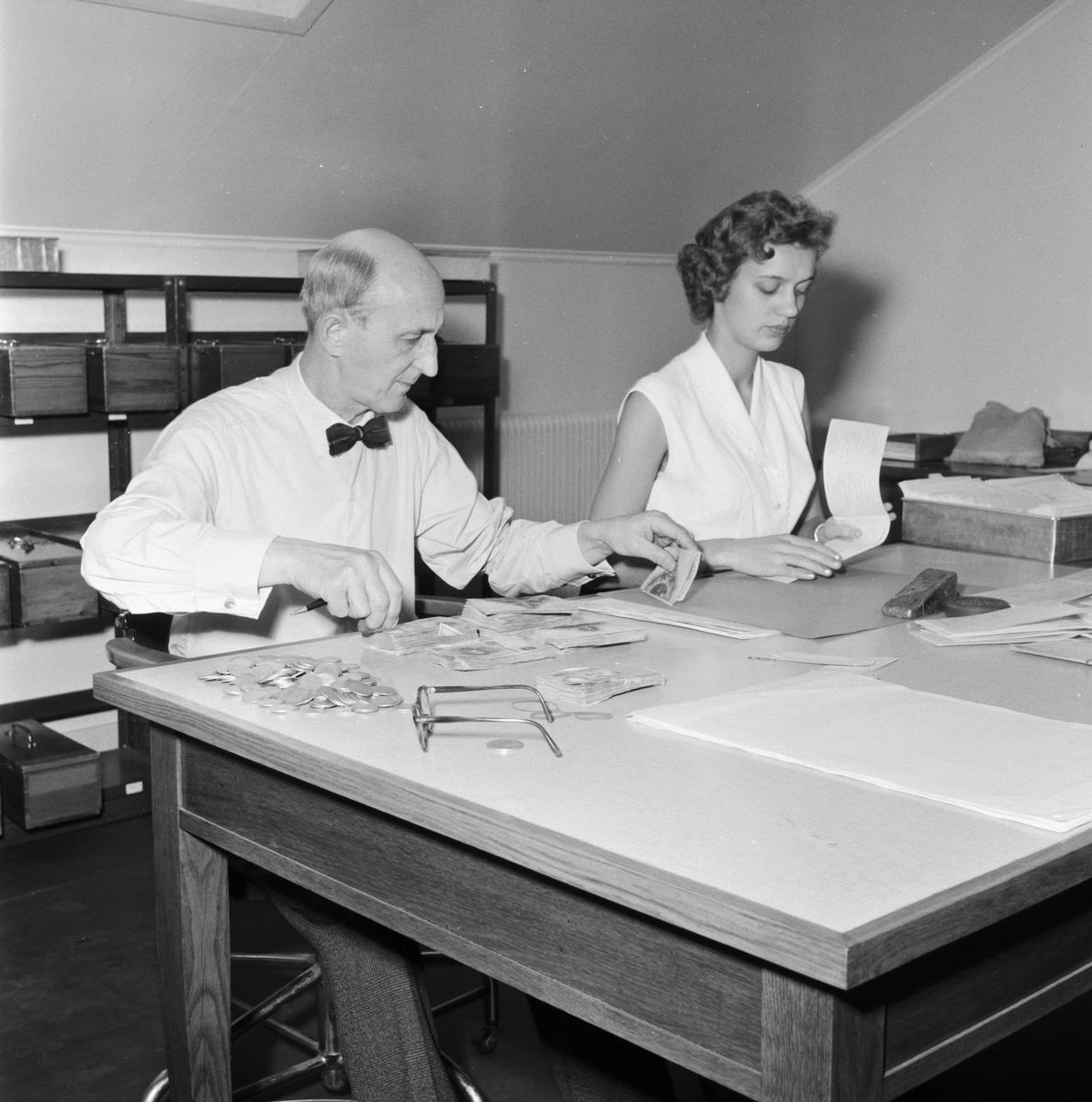 Övrigt: Foto datum: 8/11 1957 Byggnader och kranar Bokföringskontoret