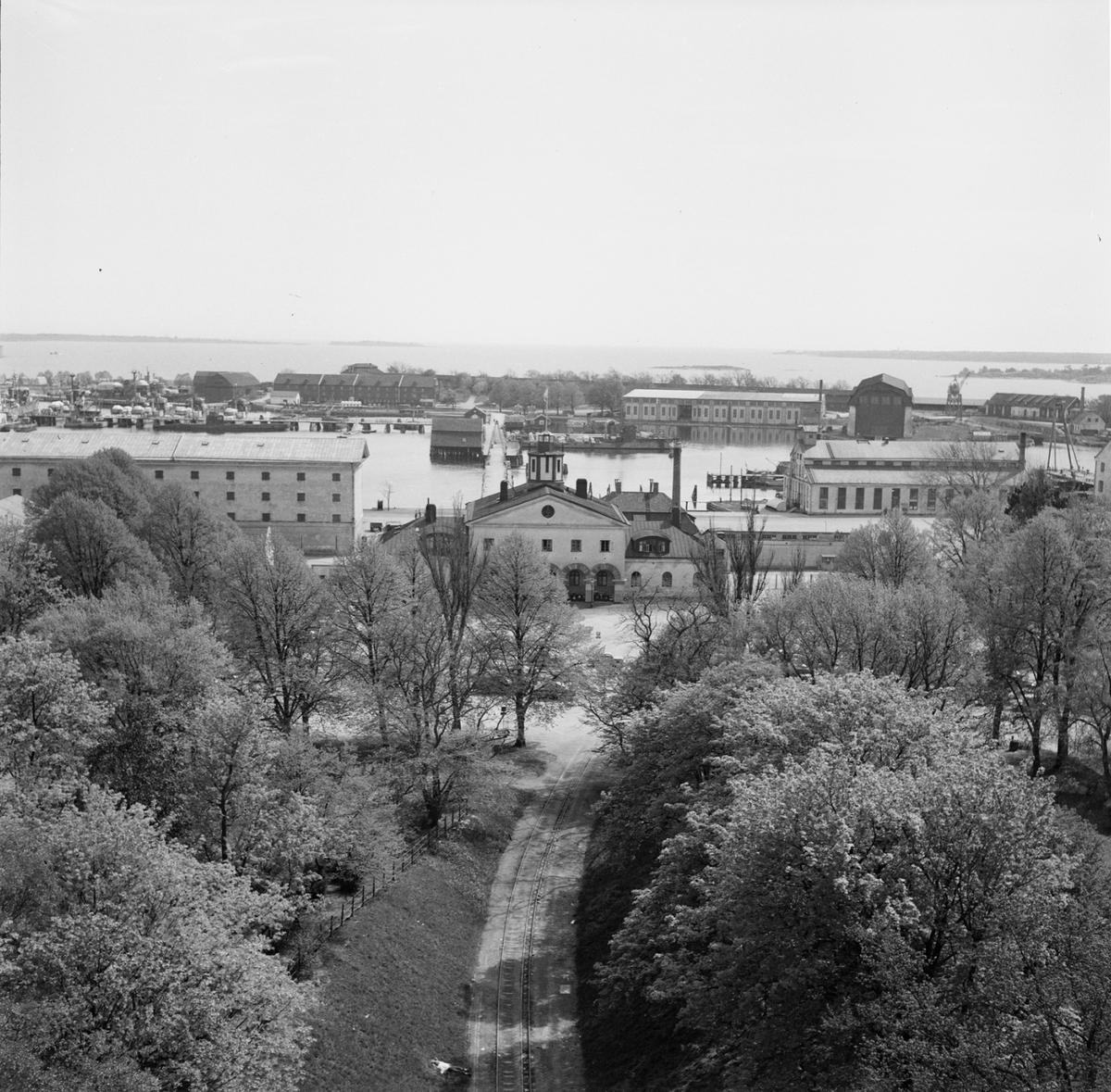 Övrigt: Fotodatum:4/9 1958 Byggnader och Kranar. Vyer från klockstapeln