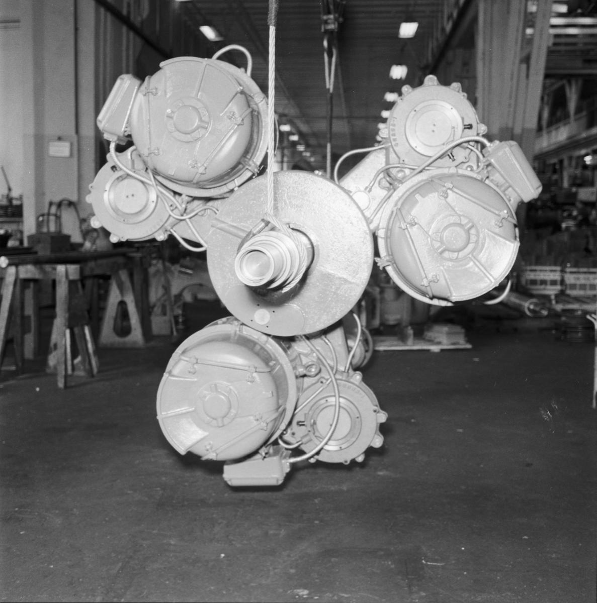 """Övrigt: Foto datum: 17/8 1961 Byggnader och kranar """"ASEA"""" 3-armat rullställ"""
