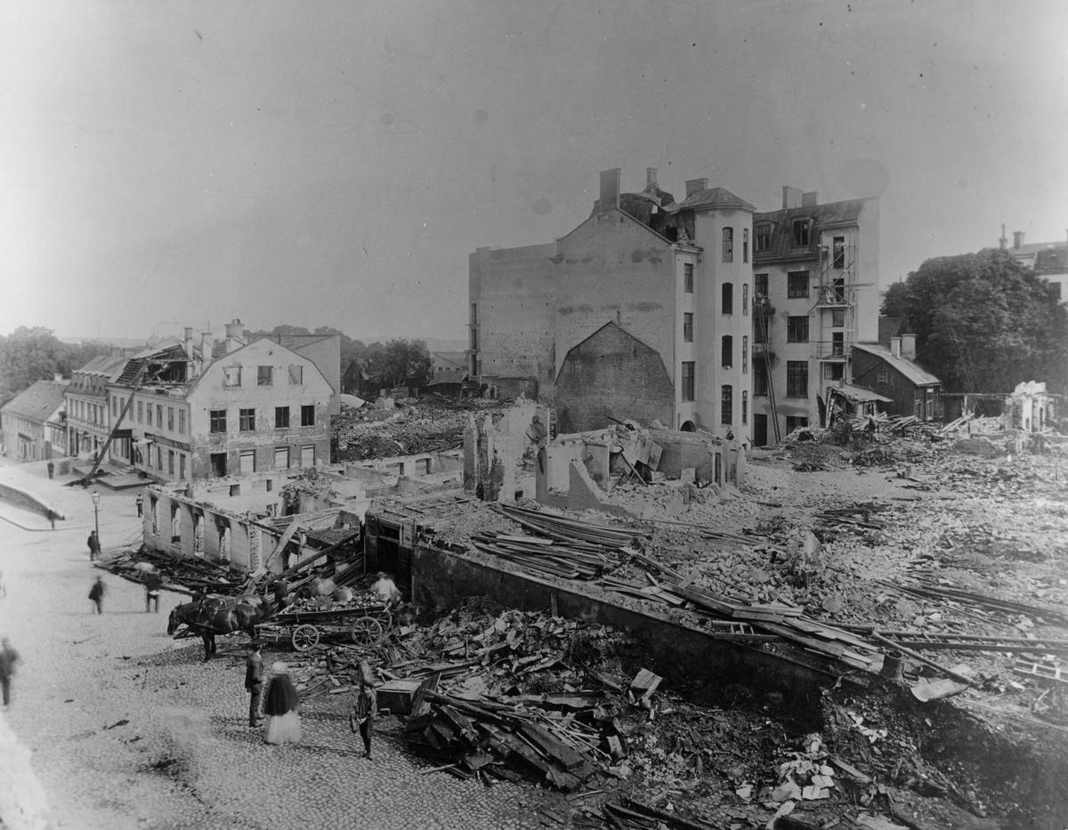 Röjning efter den stora branden vid stortorget, Rådhusgatan och Ronnebygatan år 1909
