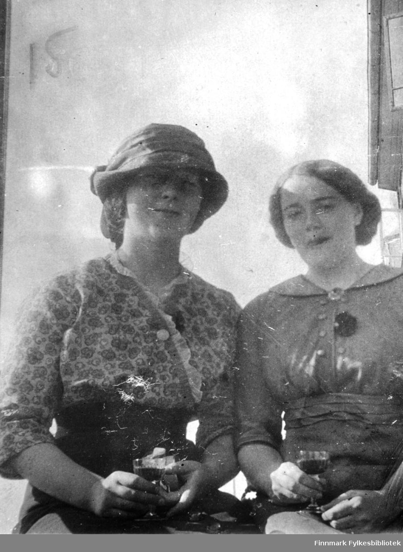 To unge kvinner, fra venstre Hildur Bredrup og Elise Jentoft
