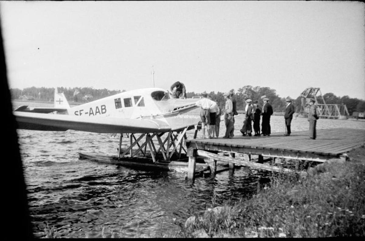 Flygaren Ahrenberg med flygplan på Vassbotten Vänersborg