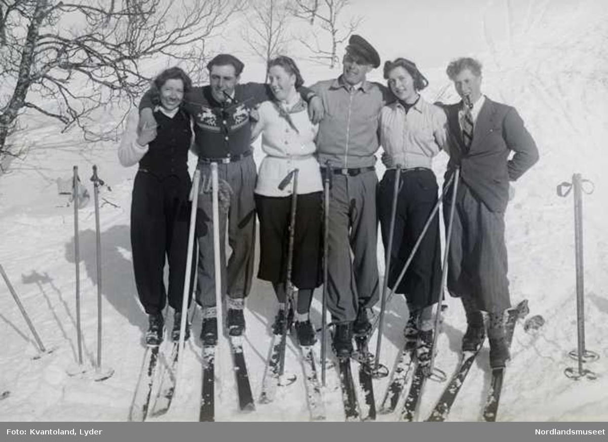 Kvantolands protokoll: 3 jenter og 4 gutter fra Styrkesnes på påsketur. Ekstern kommentar: Nr. 3 fra venstre er Randi Karlsen