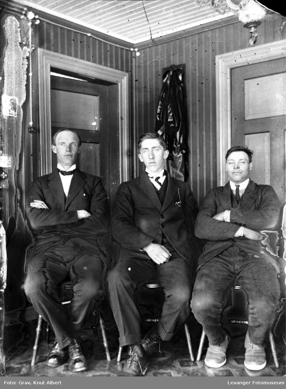 Gruppebilde, tre menn