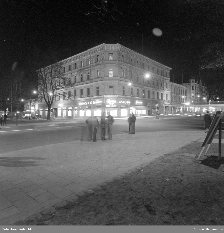 Kvällsbild vid korsningen Storgatan-Esplanaden (Sko-Ring).