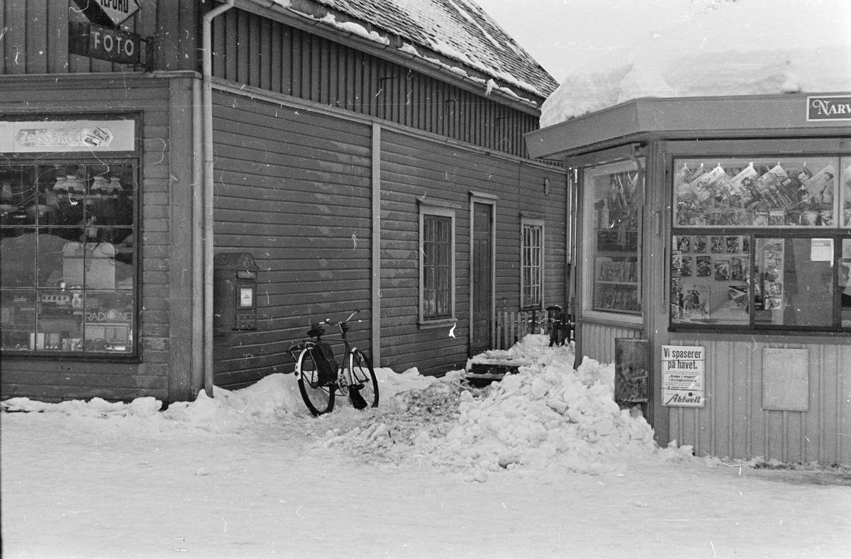 Syringens butikk og Narvesenkiosken. Leiret, Elverum.